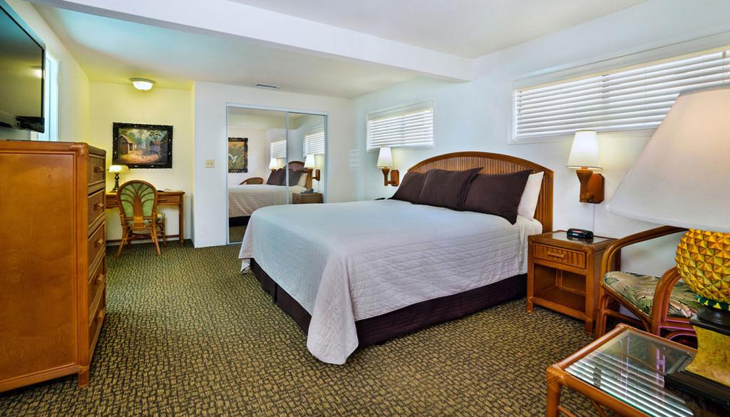 Queen Bed Cottage Bedroom