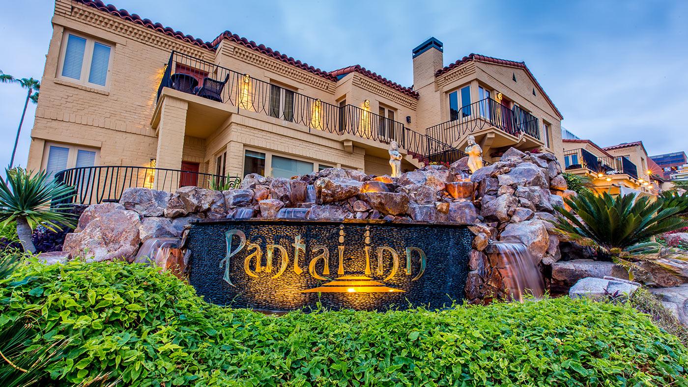 Pantai Inn La Jolla Hotel Entrance