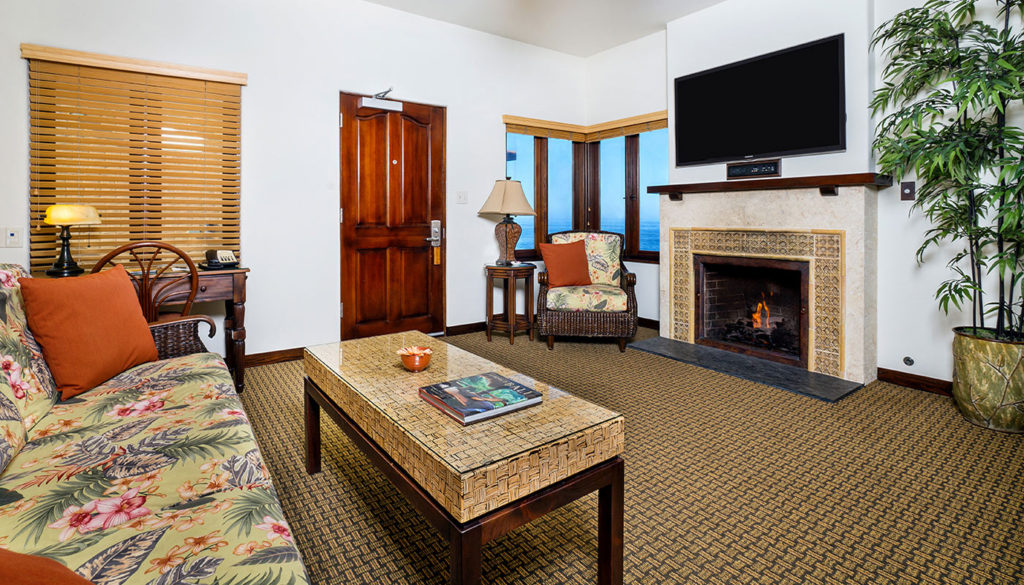 Pantai Inn La Jolla One Bedroom Living Room Fireplace
