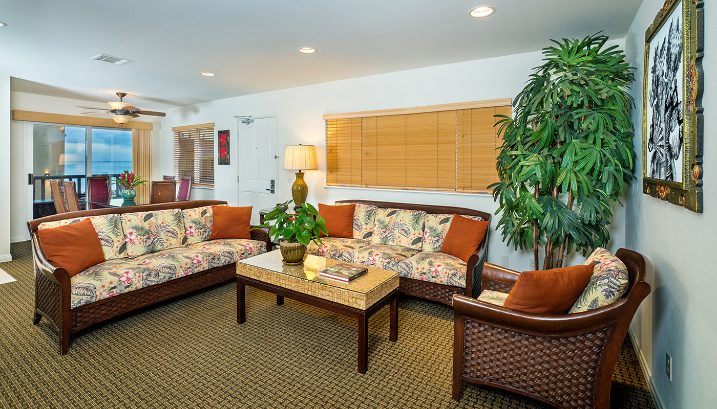 Pantai Inn La Jolla Three Bedroom Living and Dining